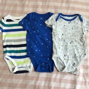 Gap baby bodysuits 12-18M